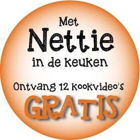 button met nettie in de keuken